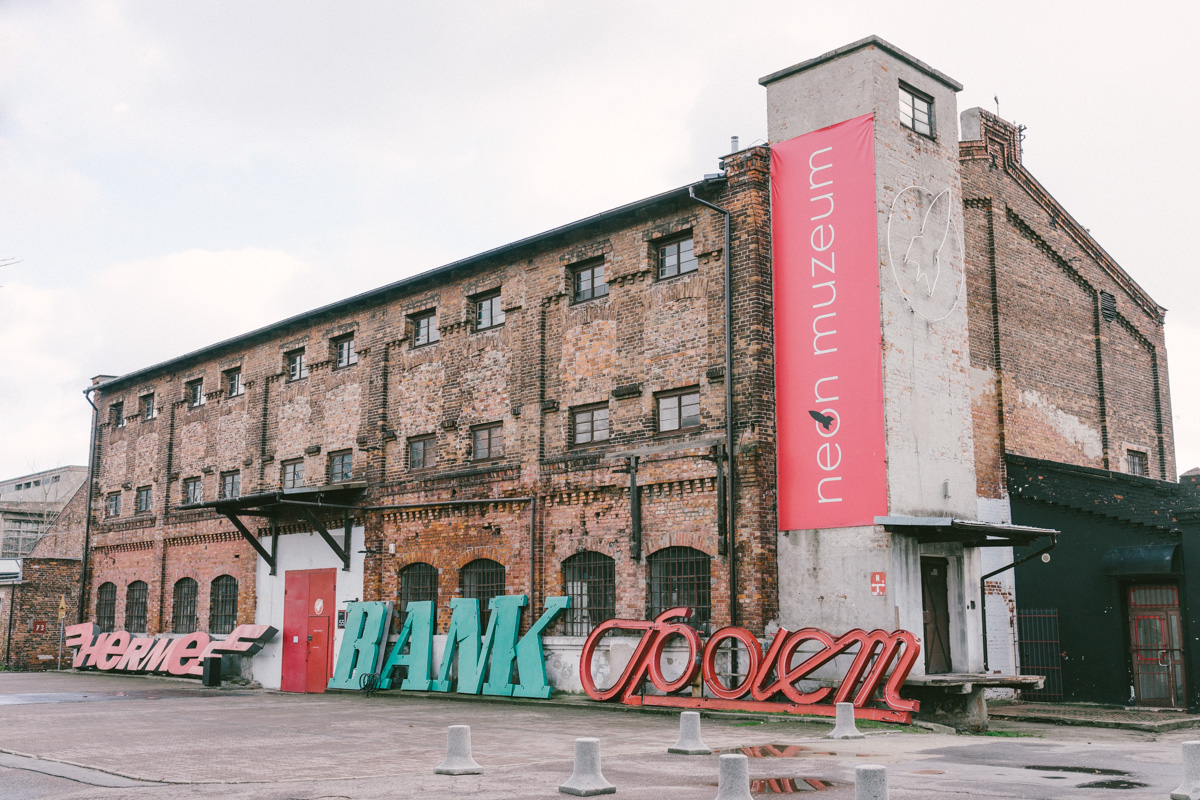 Muzeum neonów –jedna z atrakcji okolicy